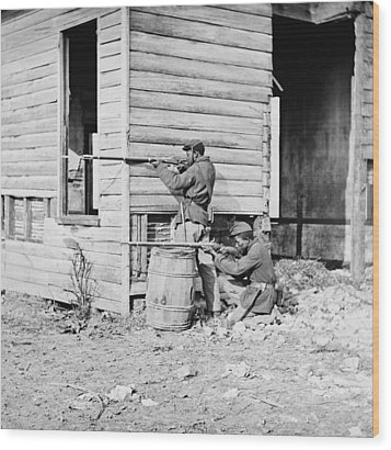 African American Soldiers Aim Wood Print by Everett