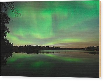 Aurora Over Tofte Lake Wood Print by Larry Ricker