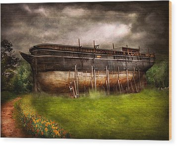 Boat - The Construction Of Noah's Ark Wood Print by Mike Savad