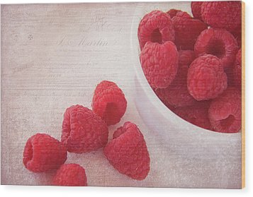 Bowl Of Red Raspberries Wood Print by Cindi Ressler