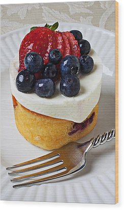 Cheese Cream Cake With Fruit Wood Print by Garry Gay
