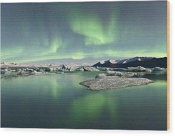 Jokulsarlon Lagoon Aurora Borealis Wood Print by Reed Ingram Weir