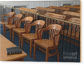 Lawyer - The Courtroom Wood Print by Paul Ward