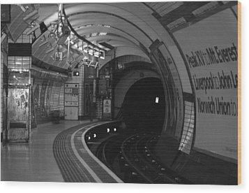 London Underground Wood Print by Carmen Hooven