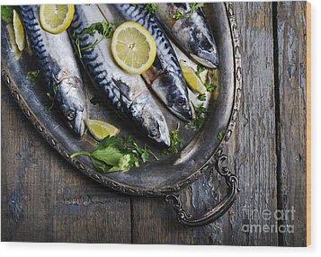 Mackerels On Silver Plate Wood Print by Jelena Jovanovic