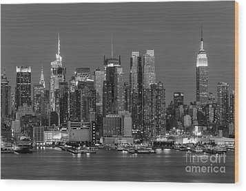 Manhattan Twilight Iv Wood Print by Clarence Holmes