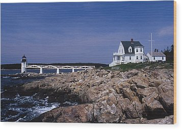 Marshall Point Light Wood Print by Skip Willits