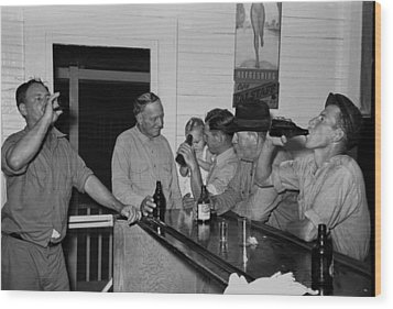 Men Drinking Beer At The Bar Wood Print by Everett