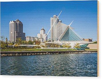 Milwaukee Skyline Photo With Milwaukee Art Museum Wood Print by Paul Velgos