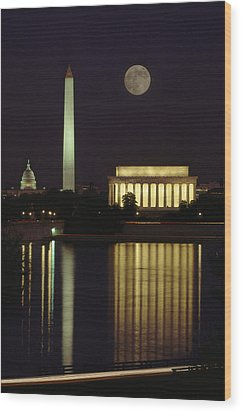 Moonrise Over The Lincoln Memorial Wood Print by Richard Nowitz