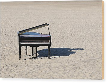 Piano On Beach Wood Print by Hans Joachim Breuer