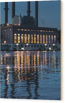 Power Plant On The Mississippi Wood Print by Jim Hughes