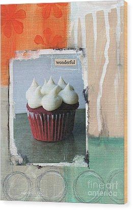 Red Velvet Cupcake Wood Print by Linda Woods