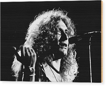 Robert Plant 1975 Wood Print by Chris Walter