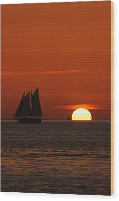 Schooner In Red Sunset Wood Print by Susanne Van Hulst