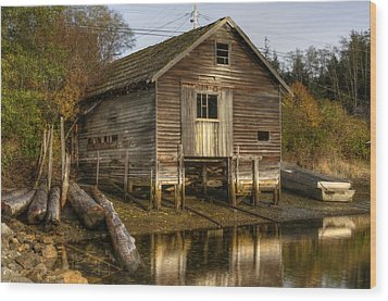 Sointula Boat Shed Wood Print by Darryl Luscombe