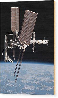 Space Shuttle Endeavor Docked Wood Print by Everett