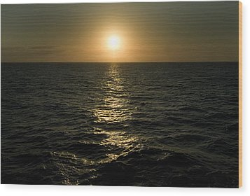 Sun Setting Over Caribbean Sea Wood Print by Todd Gipstein