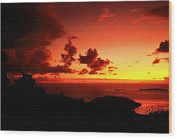 Sunset In The Islands Wood Print by Bill Jonscher
