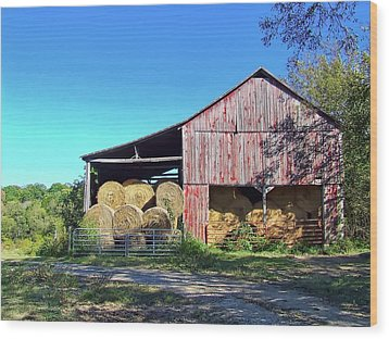 Tennessee Hay Barn Wood Print by Richard Gregurich