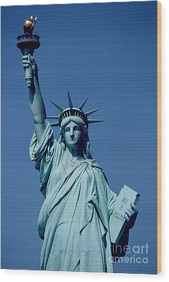 The Statue Of Liberty Wood Print by American School