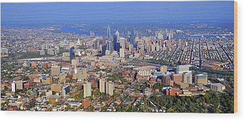 University Of Pennsylvania And Philadelphia Skyline Wood Print by Duncan Pearson