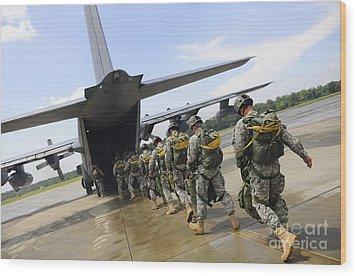 U.s. Army Rangers Board A U.s. Air Wood Print by Stocktrek Images