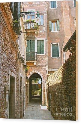 Venice- Venezia-calle Veneziana Wood Print by Italian Art