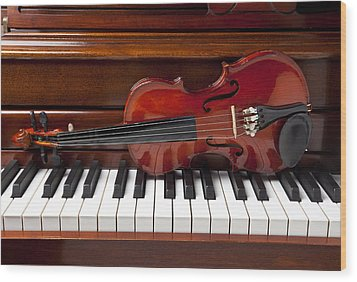 Violin On Piano Wood Print by Garry Gay