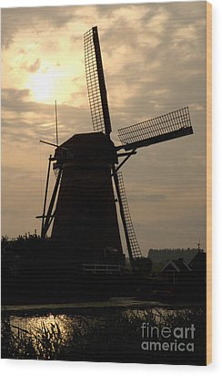 Windmill In Silhouette Wood Print by Andy Smy