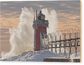 Winter South Haven Lighthouse Wood Print by Dean Pennala