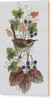 Wren On A Spray Of Berries Wood Print by Nell Hill