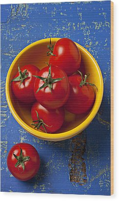 Yellow Bowl Of Tomatoes  Wood Print by Garry Gay