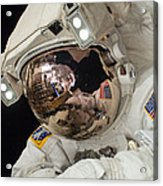 Iss Expedition 38 Spacewalk Acrylic Print by Science Source