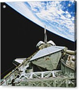 Space Shuttle Endeavour Acrylic Print by Science Source