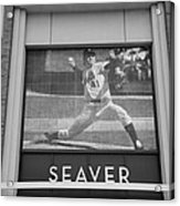 Tom Seaver 41 In Black And White Acrylic Print by Rob Hans