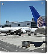 United Airlines Jet Airplane At San Francisco Sfo International Airport - 5d17116 Acrylic Print by Wingsdomain Art and Photography
