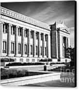 The Field Museum In Chicago In Black And White Canvas Print by Paul Velgos