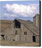 The Lewiston Breaks Barn Canvas Print by Doug Davidson
