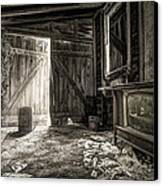 Inside Leo's Apple Barn - The Old Television In The Apple Barn Canvas Print by Gary Heller