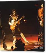 Kiss-b33a Canvas Print by Gary Gingrich Galleries