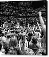 U2-crowd-gp13 Canvas Print by Timothy Bischoff