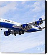 United Airlines Boeing 747 Airplane Flying Canvas Print by Paul Velgos