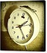 Vintage Clock Canvas Print by Les Cunliffe