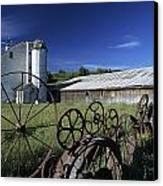 Wagon Wheel Barn Canvas Print by Doug Davidson