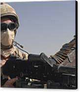 A British Army Soldier Mans A Machine Canvas Print by Andrew Chittock