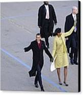 President And Michelle Obama Wave Canvas Print by Everett
