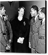 Eleanor Roosevelt Greets African Canvas Print by Everett