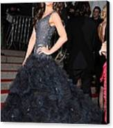 Kate Beckinsale Wearing A Marchesa Canvas Print by Everett