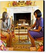 Michelle Obama Talks With Elizabeth Canvas Print by Everett